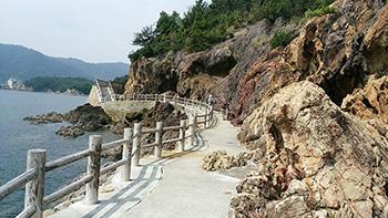五色岩と赤色岩.jpg